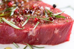 האם יש קשר בין צריכת בשר אדום בגיל צעיר לבין סרטן?
